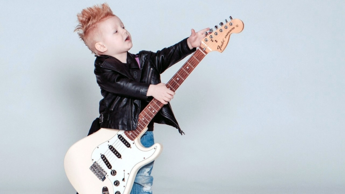 Игра на гитаре в Химках